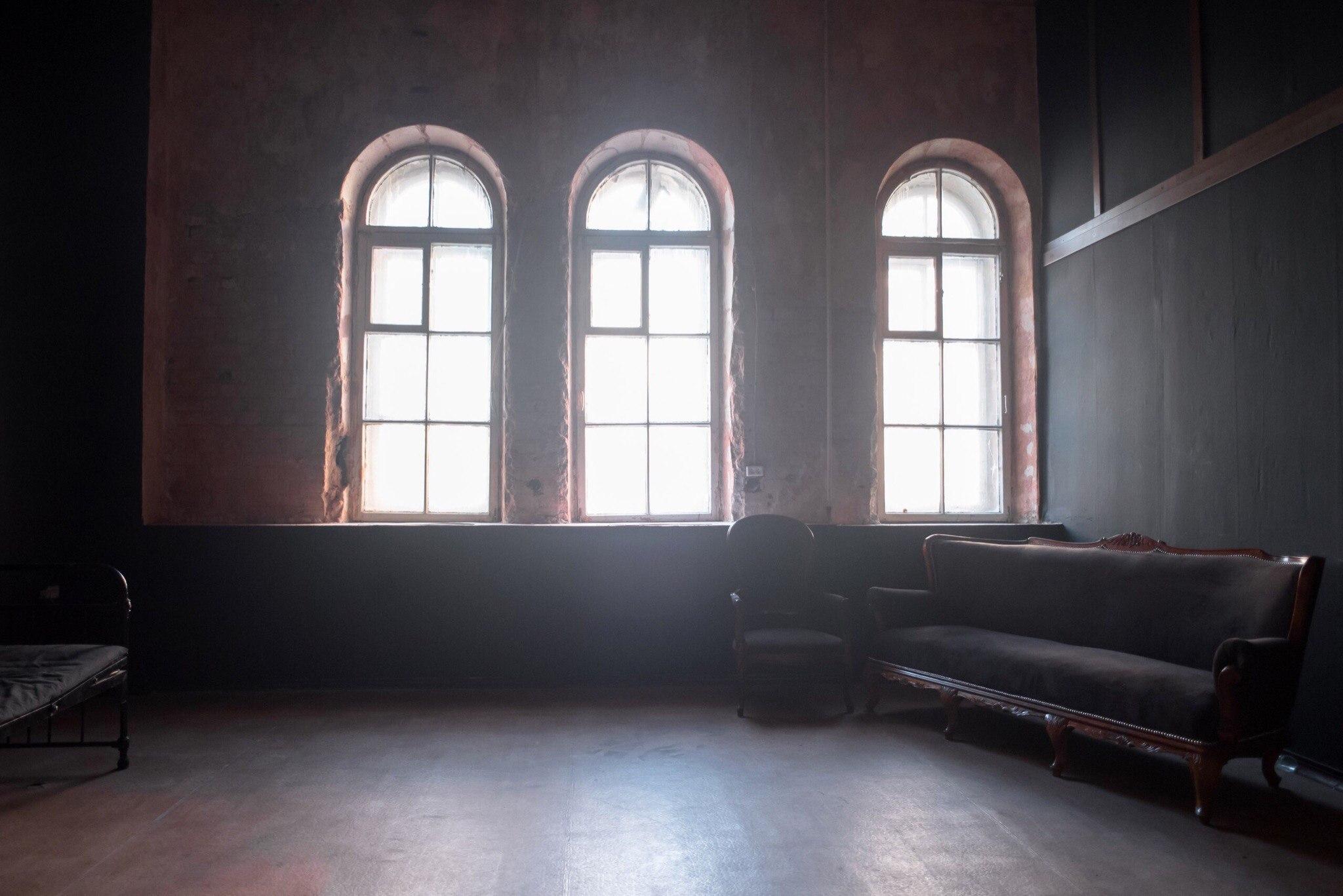 Окна зала Блэк